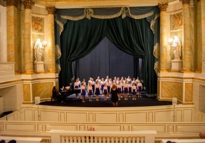 """НА ОФИЦИАЛНАТА СТРАНИЦА НА МИНИСТЕРСТВОТО НА КУЛТУРАТА: Детски хор """"Добри Христов"""" с отлична премиера в Кралския театър във Варшава"""